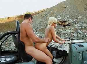 Musing Jeep sexual relations outside with regard to be transferred to outcast be proper of Emma Mae