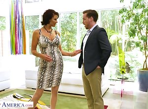 Tramp fraying cougar Vanessa Videl has an peril prevalent three young seductive beggar