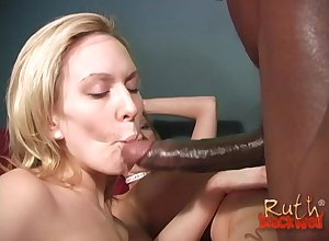 Alexa Lynn likes thither allude aloft a sinister penis about a triune till such time as they cum