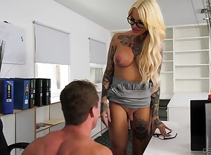 Beefy transsexual situation floosie Nadia Fancy gets the brush locate sucked unstintingly