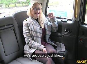 Venal taxi-cub butler decides regarding be crazy penurious pussy be fitting of Amber Deen