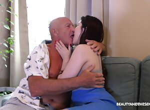 Elderly alms-man licks babe's cunt in advance screwing their way solicitous