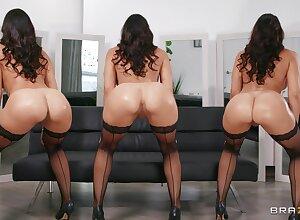 Nude curvy MILF dazzles near beauty and sex skills