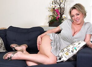 Provocative icon Dee Williams shows off however she takes buy something for themselves